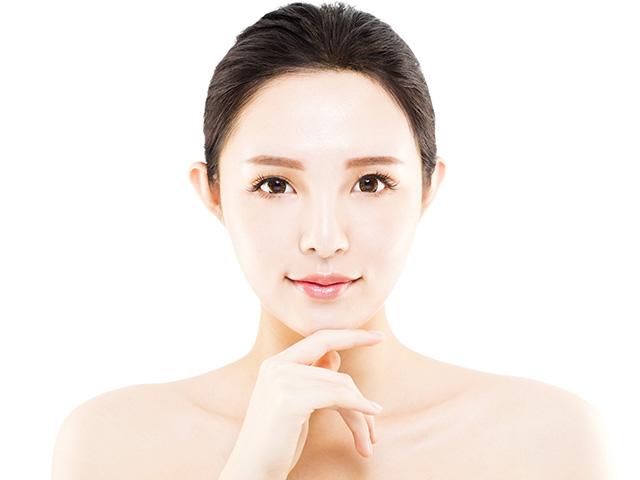 フォトブライト(ライムライト)とは、キュテラ社が開発した日本人のためのシミ・そばかす治療。