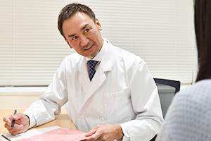 大宮マリアクリニックでは、わきが・多汗症治療に精通した医師が施術を行います
